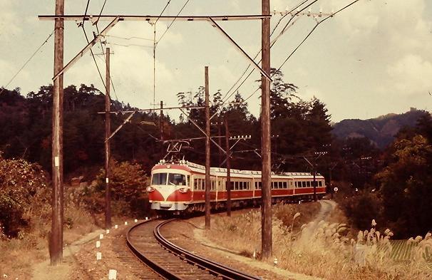 流線形で登場した21201系電車