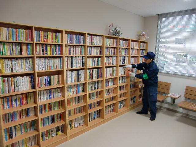 橋本駅の「ゆかいな図書館」新装オープン