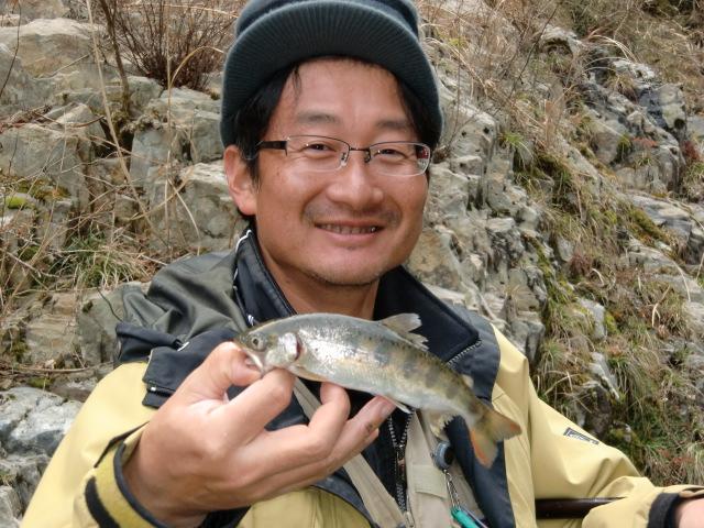 玉川峡でアマゴ釣り解禁。釣果上々、太公望は大喜び