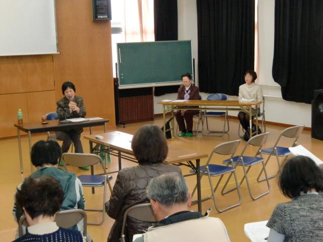 「高野山・町石道」について講演する森田さん(左)ら