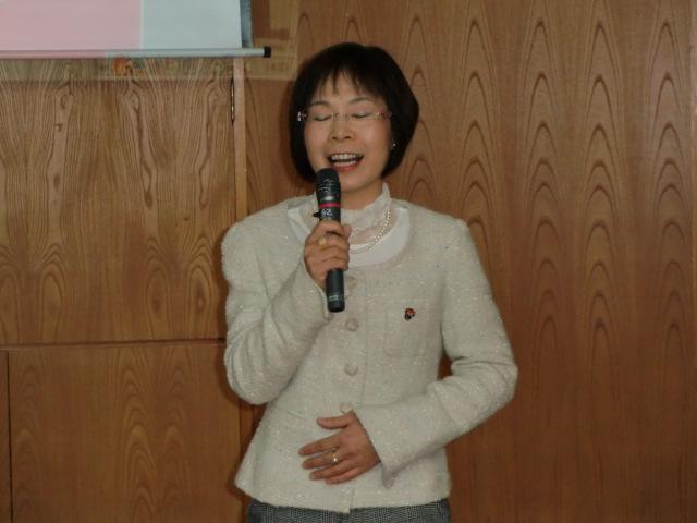 講演する倉田美佐子さん