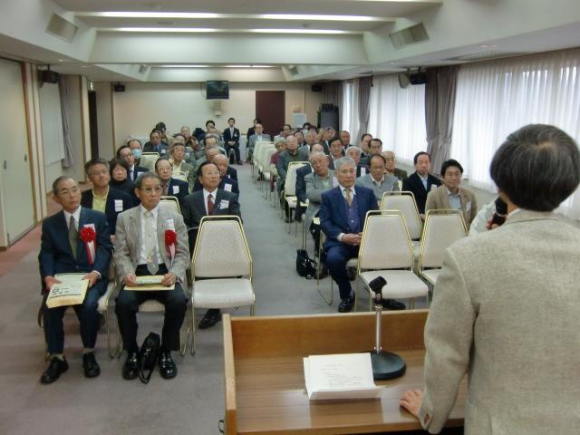 加勢田教授の講演を聴く関西大校友会橋本支部員ら