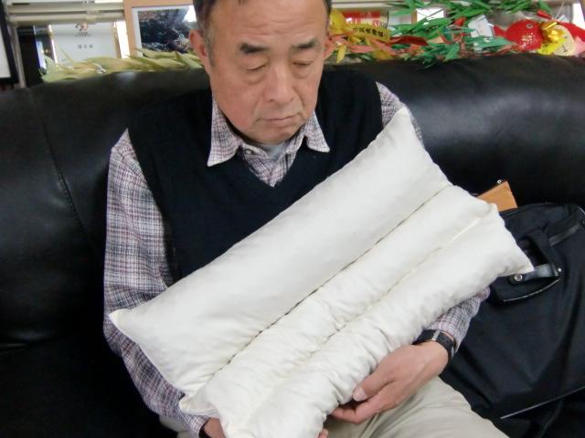 大阪人に人気のヒノキの球果を詰めた安眠枕