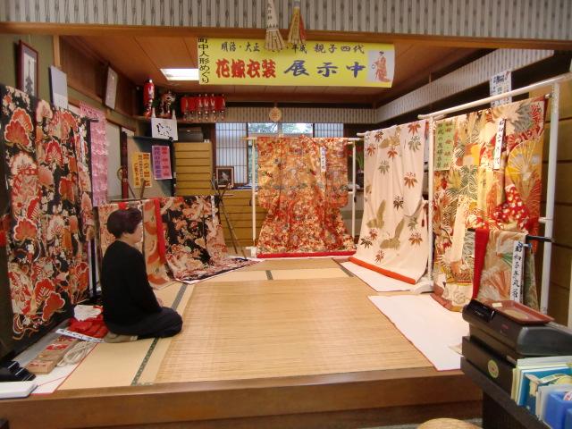 親娘4代のあでやかな花嫁衣裳と奥田瞳さん