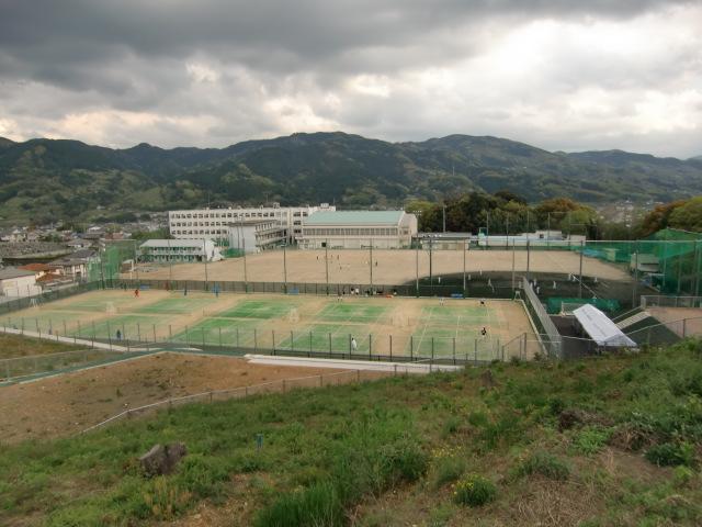 グラウンド拡張工事が完了した和歌山県立橋本高校