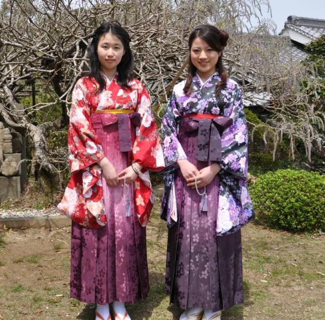 藤むすめ」に選ばれた木村美香さん(右)と木村伊公子さん