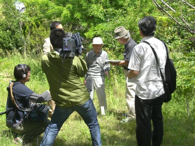 「学びの森」取材風景をNHKカメラが撮影