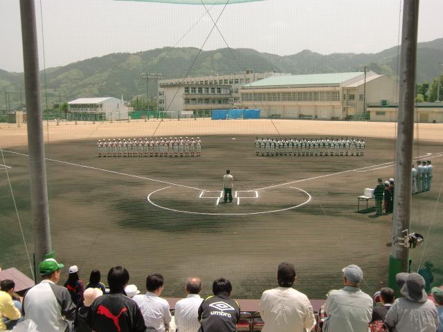 新グラウンドで熱戦を繰り広げた橋本高対智弁和の紅白試合(橋高の攻撃)