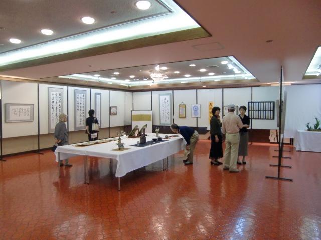 書や日本画などバラエティーに富んだ作品が並ぶ紀北文人展