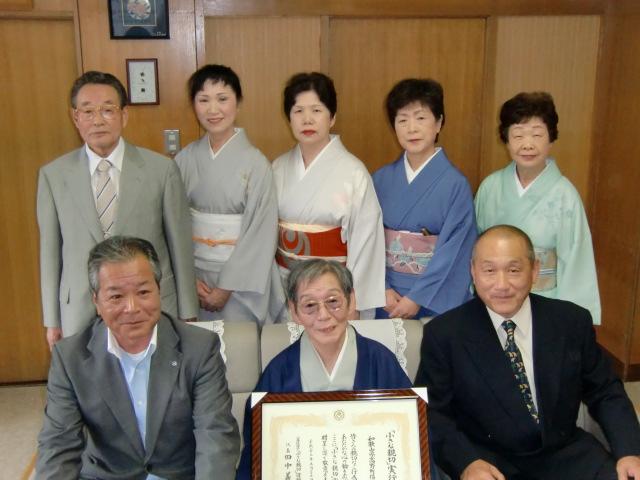 木瀬町長(左)と福岡社中の女性ら