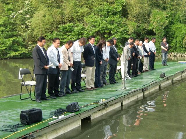 橋本市の隠谷池で開かれた「へらワンチャリティー釣り大会」