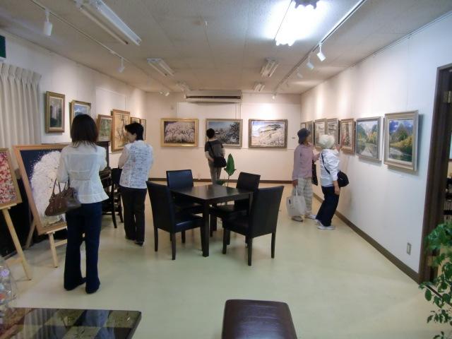 大勢の人たちが鑑賞に訪れた北浦さんの個展