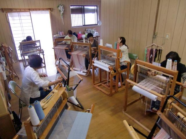 「手織りの里〝しおん〟」」は楽しい雰囲気でいっぱい