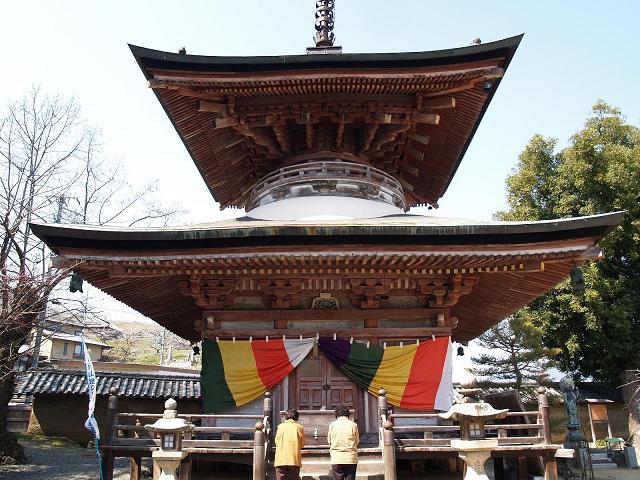 修復工事前の慈尊院の多宝塔