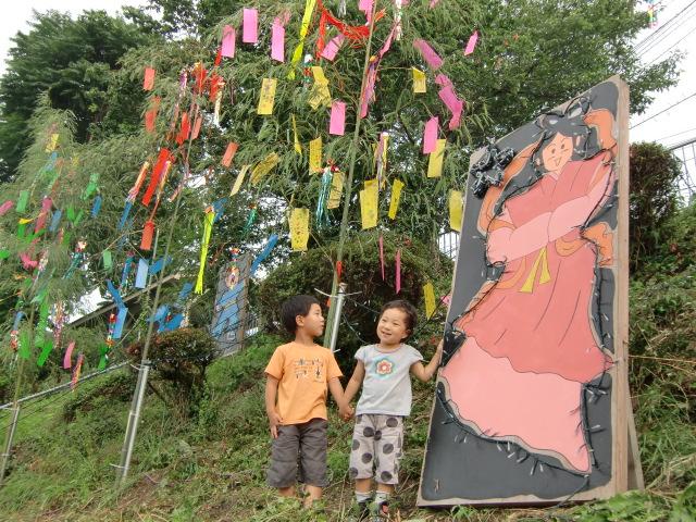 学文路駅に七夕飾り~児童ら「世界が平和に…」
