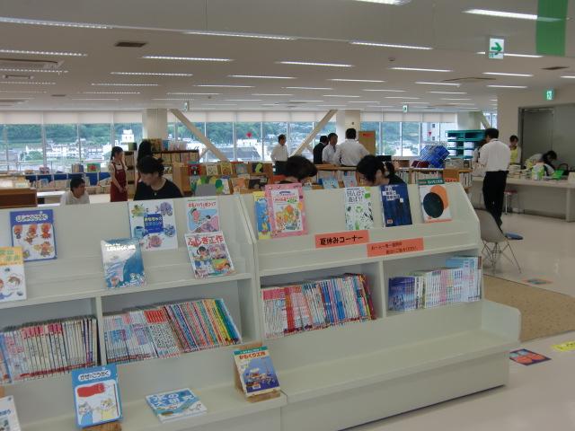 広々と改修オープンした橋本市図書館
