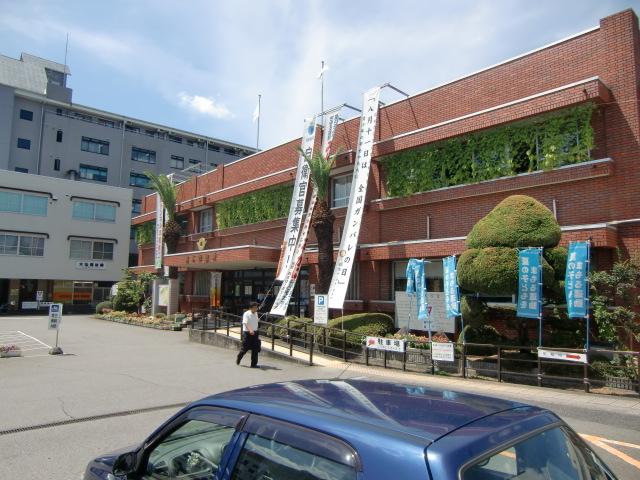 橋本市役所玄関に掲げられた「ガンバレの日」の懸垂幕