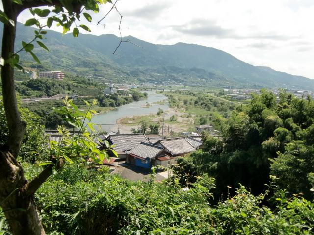 妹背山の〝万葉桟敷〟から眺めた龍門山や紀ノ川
