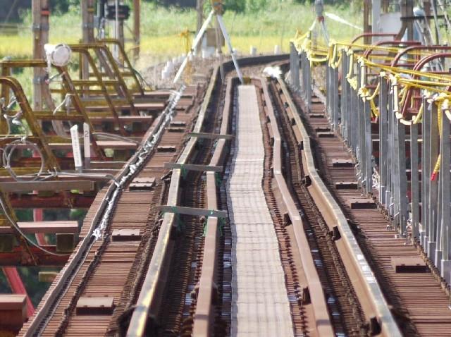 ぐにゃりと曲がった南海高野線紀ノ川鉄橋のレール