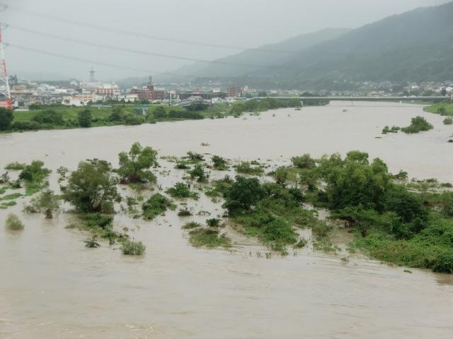 水位が徐徐に下がりつつある紀ノ川