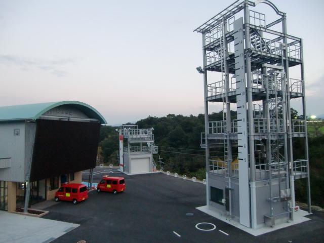 1日に開署、橋本北消防署(右は訓練塔)