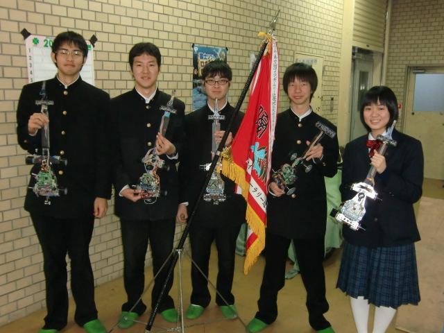 マイコンカーラリー全国大会に出場する紀北工業高校と初芝橋本高校の生徒たち