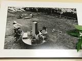 濱口さんが撮影した〝桜と遊園地で遊ぶ子どもたち〟の写真