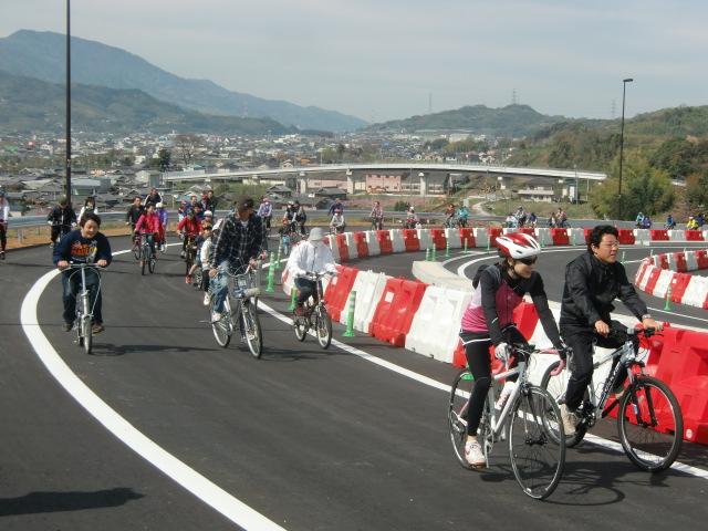 爽快、自転車や徒歩で行く~京奈和道・紀北東