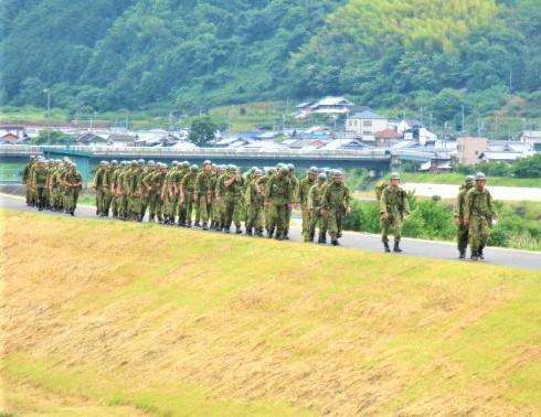 大災害時の紀北筋守ろう!陸上自衛隊60人歩行訓練