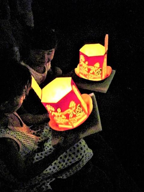 橋本川で灯籠流し♪15日ご先祖に感謝~夜店も並ぶ
