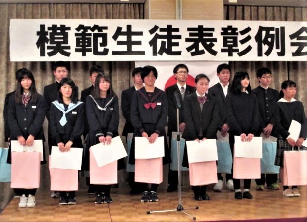 模範中学生14人表彰♪「さらに輝いてね」橋本LC
