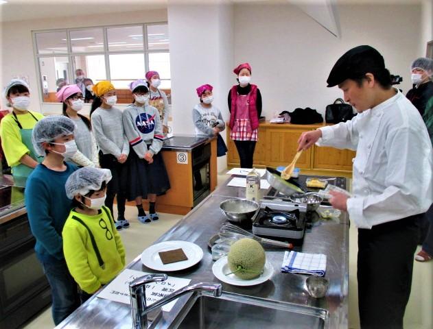 素敵!メロンオムレツ~橋本の小中生ら料理に挑む
