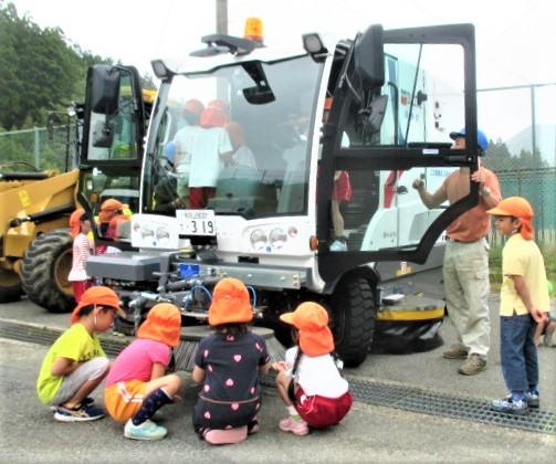 高野山の道路を綺麗安全に♪ブラシ式路面清掃車導入