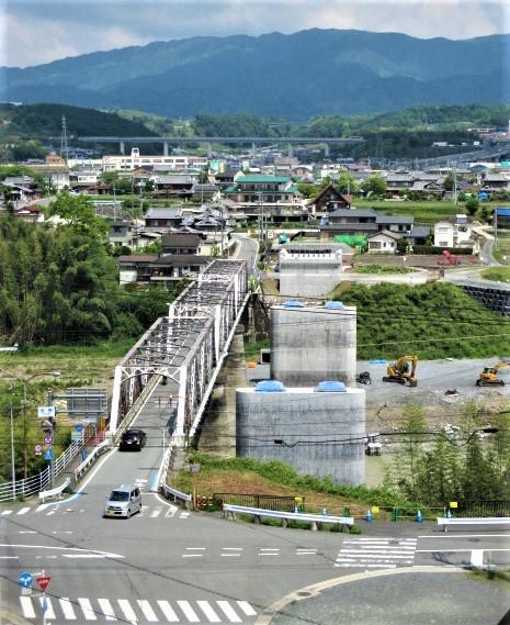 紀の川〝巨大橋脚〟出現!市民待望の新恋野橋工事