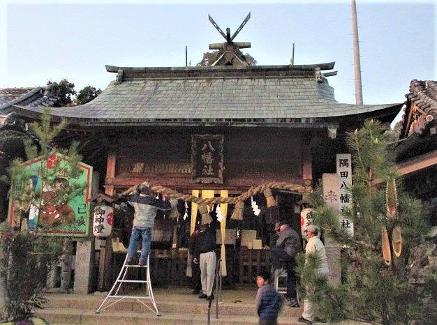 大しめ縄・門松で飾る♪隅田八幡神社「幸せ」念じ