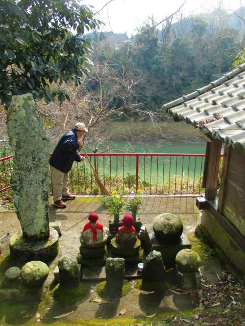 怪魚伝説の紀の川見えた♪知縄地蔵堂前の木々伐採