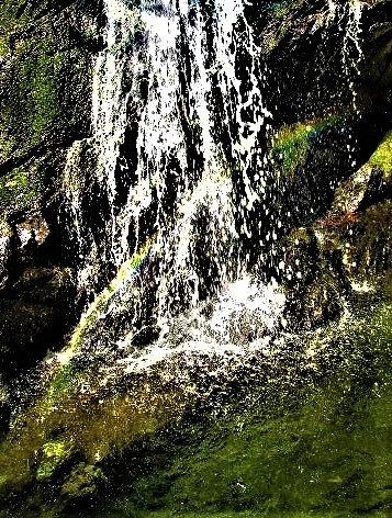五光の滝「虹」も祝福♪国民投票1位やどり温泉近く