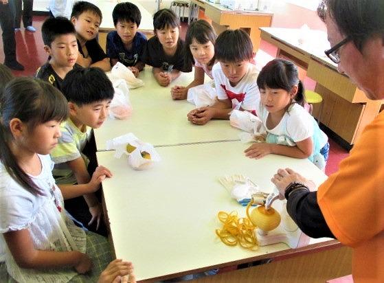 和歌山の柿うまい♪清水小児童ら感激~県・出前授業