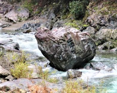 ゴジラや怪魚の巨石!高野山麓・玉川峡谷~楽しいよ